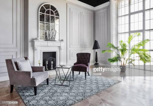 loft studio apartment in a classic style - eleganz stock-fotos und bilder