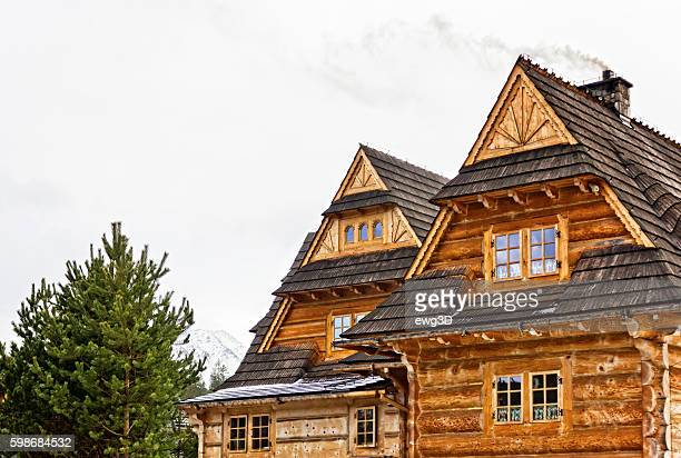 Holzhütte im Winter
