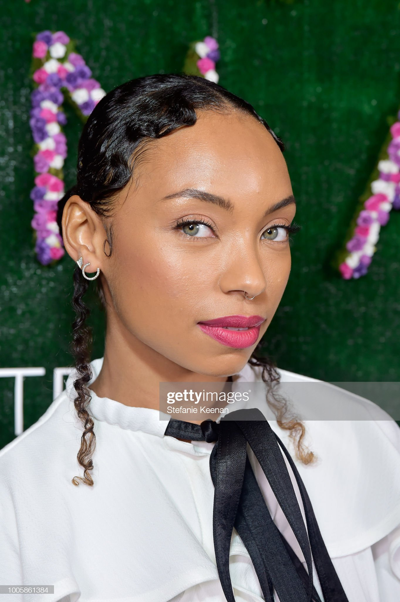 Ojos verdes - Famosas y famosos con los ojos de color VERDE Logan-browning-attends-adina-reyter-friendship-bracelet-launch-at-picture-id1005861384?s=2048x2048