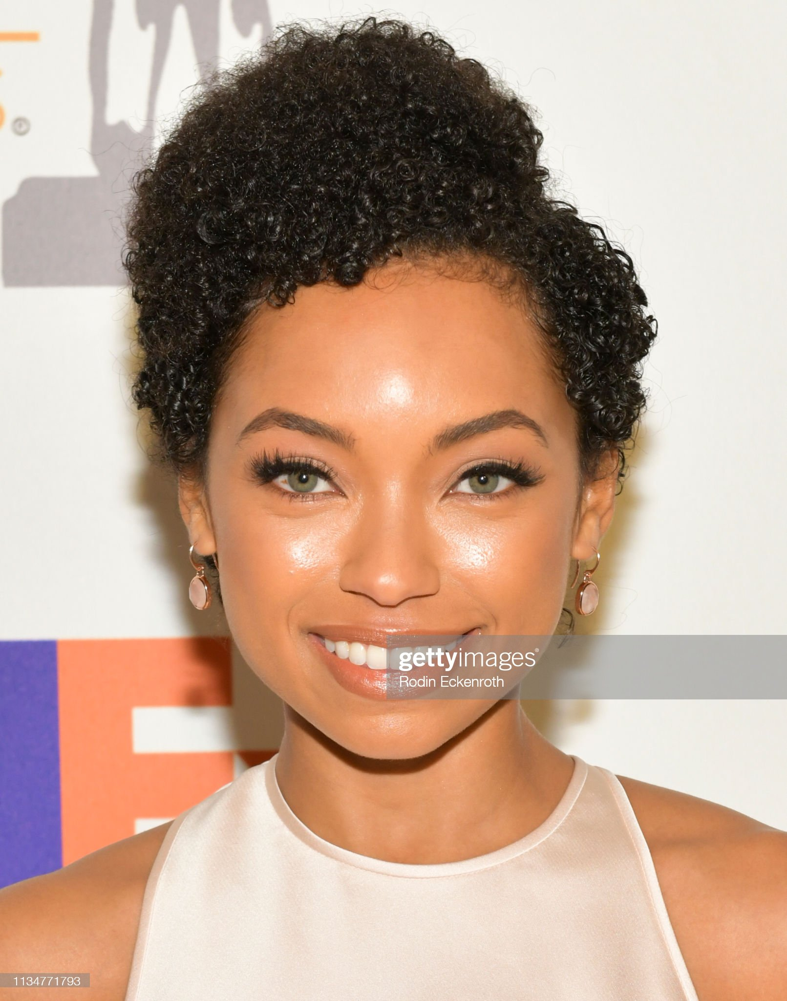 Ojos verdes - Famosas y famosos con los ojos de color VERDE Logan-browning-attends-the-50th-naacp-image-awards-nominees-luncheon-picture-id1134771793?s=2048x2048