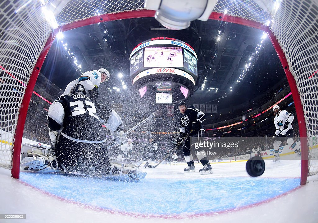 San Jose Sharks v Los Angeles Kings - Game Five : News Photo