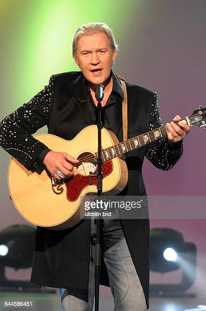 Logan Johnny Musician Singer Pop music Ireland performing at the tvshow Aktuelle Schaubude in Germany