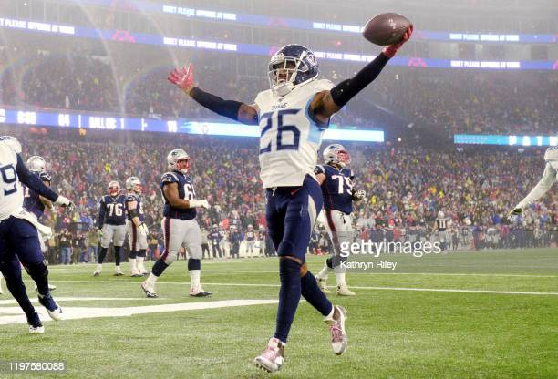 Logan Ryan of the Tennessee Titans scores a touchdown against the New England Patriots in the fourth quarter of the AFC Wild Card Playoff game at...