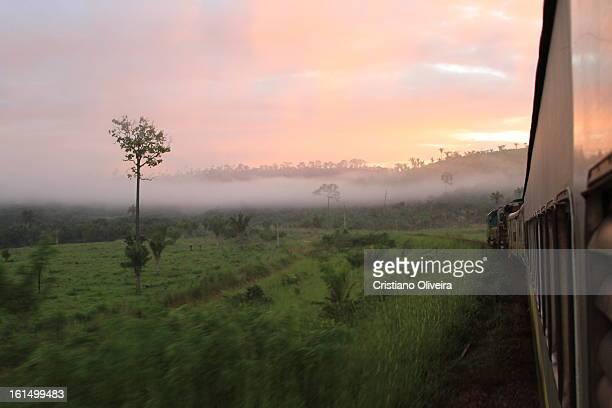 CONTENT] Logo após inicar a viagem partindo de Parauapebas PA o sol começa a raiar numa belíssima manhã abordo do trem de passageiros da Estrada de...