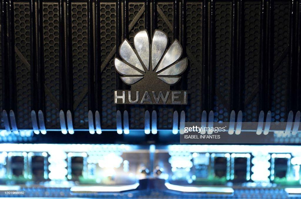 BRITAIN-CHINA-US-TELECOMS-IT-MOBILE : News Photo