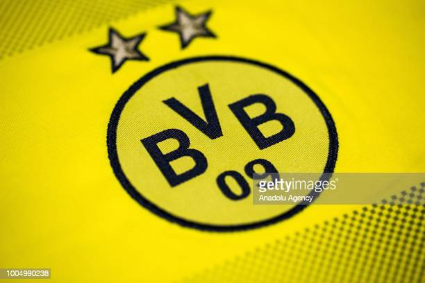 656 Borussia Dortmund Logo Photos And Premium High Res Pictures Getty Images