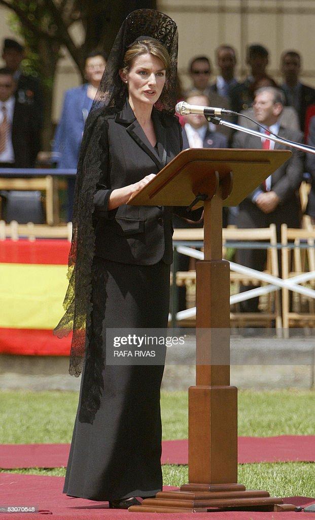Spain's Princess Letizia gives a speech : Nieuwsfoto's