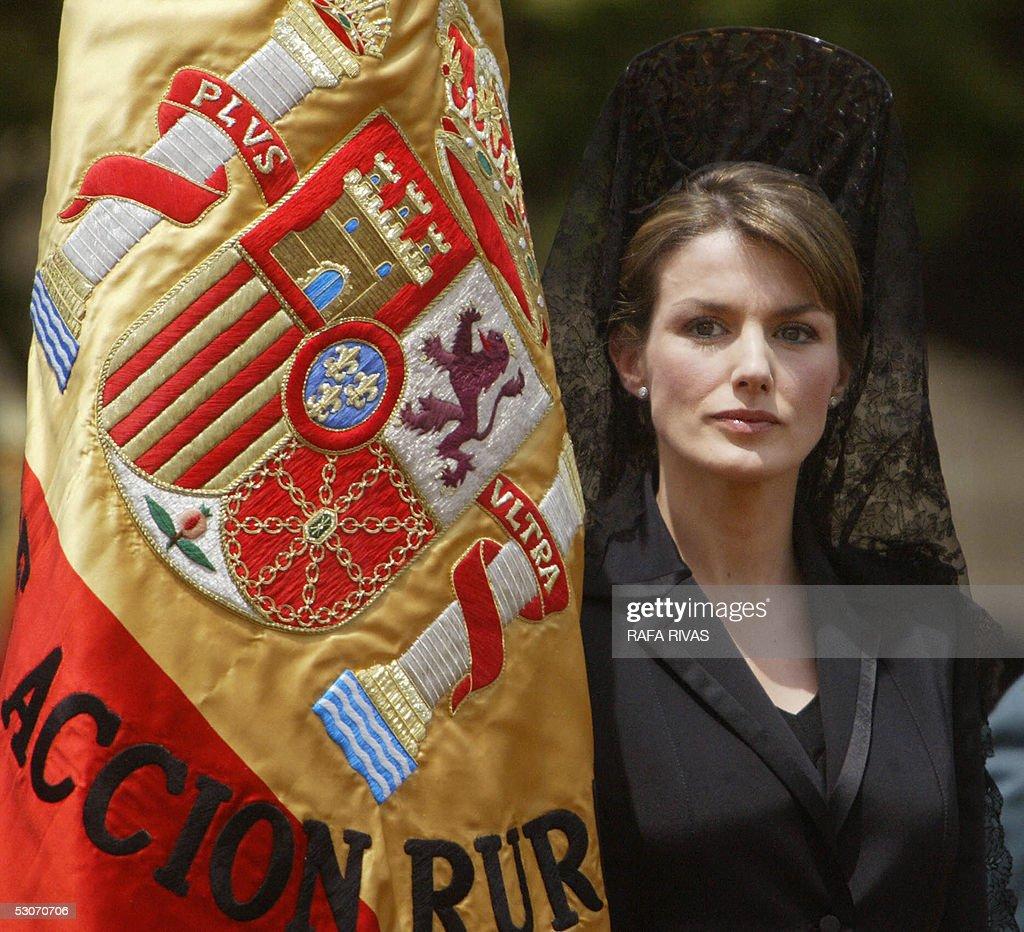 Spain's Princess Letizia holds a Spanish : News Photo