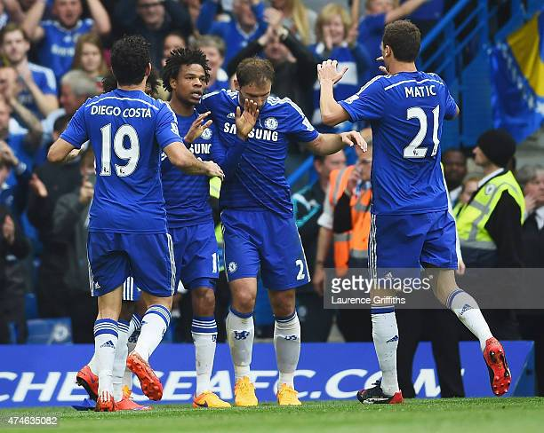 Loic Remy of Chelsea celebrates scoring a goal with his team mates during the Barclays Premier League match between Chelsea and Sunderland at...
