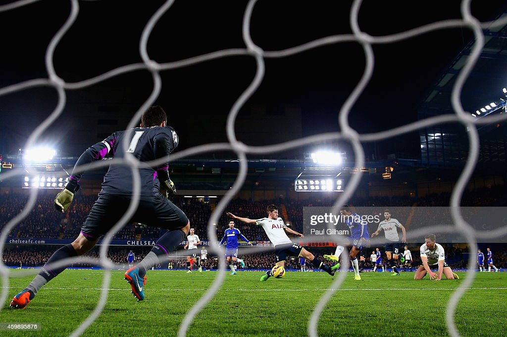 Loic Remy of Chelsea scores his teams third goal past Hugo Lloris of Spurs during the Barclays Premier League match between Chelsea and Tottenham Hotspur at Stamford Bridge on December 3, 2014 in London, England.