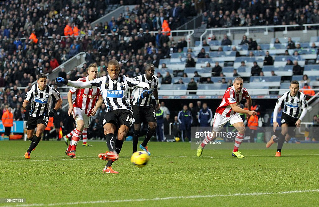 Newcastle United v Stoke City - Barclays Premier League : News Photo