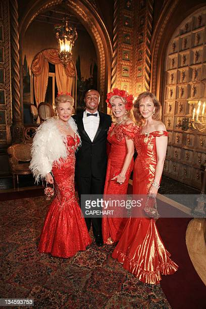 Lois Pope JR Martinez Toni Holt Kramer and Terry Mendozza attend Lady in Red Gala to benefit The American Veterans Disabled For Life Memorial at The...
