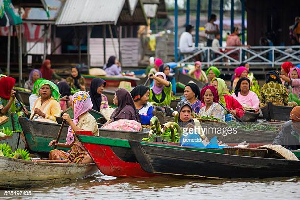 lok baintan floating market in banjarmasin, indonesia - kalimantan stock pictures, royalty-free photos & images