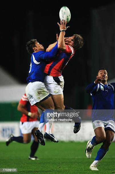 Loki Crichton of Samoa and Chris Wyles of USA battle for the ball during match thirty two of the Rugby World Cup 2007 between Samoa and USA at the...