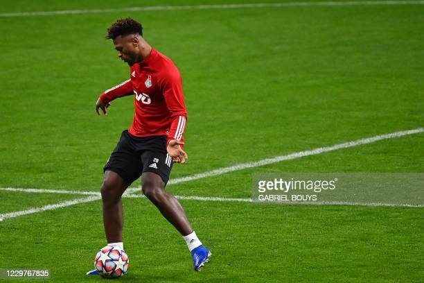 Lokomotiv Moscow's Cape Verdean forward Ze Luis controls a ball during a training session at the Wanda Metropolitano Stadium in Madrid on November 24...