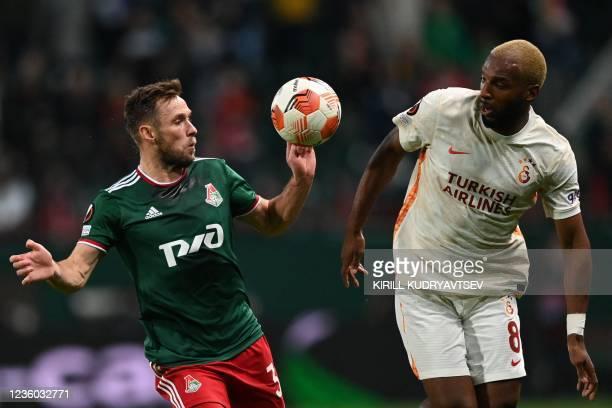 Lokomotiv Moscow's Polish midfielder Maciej Rybus and Galatasaray's Dutch forward Ryan Babel vie for the ball during the UEFA Europa League football...