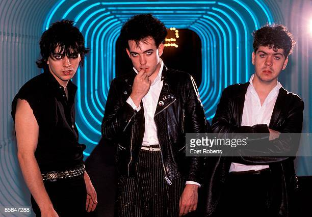 UNITED STATES JULY 01 Lol TOLHURST and Robert SMITH and Simon GALLUP and The CURE LR Simon Gallup Robert Smith Lol Tolhurst posed group shot