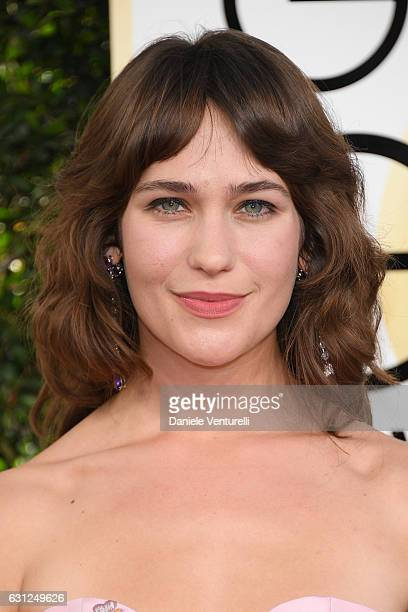 Lola Kirke attends the 74th Annual Golden Globe Awards at The Beverly Hilton Hotel on January 8 2017 in Beverly Hills California