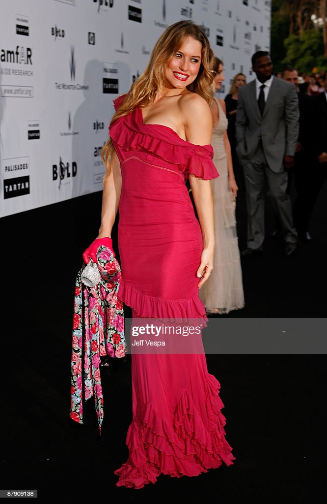 Lola Ponce attends the amfAR Cinema Against AIDS 2009 benefit at the Hotel du Cap during the 62nd Annual Cannes Film Festival on May 21, 2009 in Antibes, France.