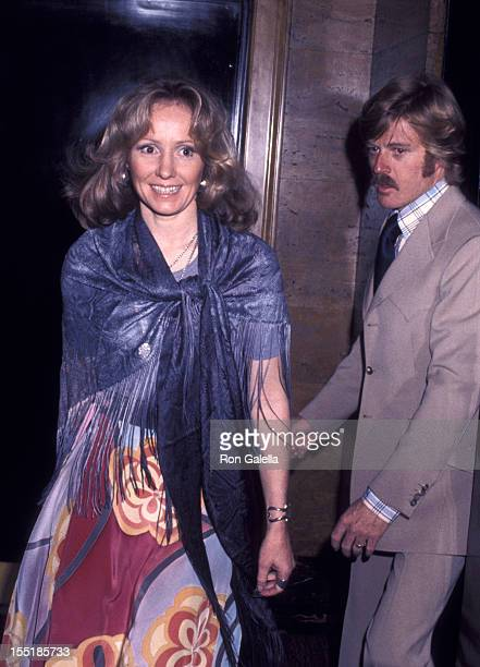Lola Redford attends the premiere of All The President's Men on April 5 1976 at Loew's Astor Plaza Theater in New York City