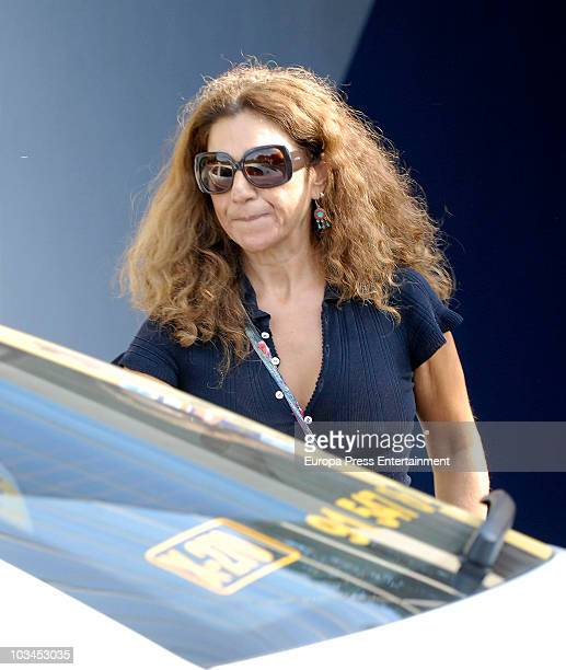 Lolita Flores attends the funeral chapel for Rosario Rojas grandmother of Spanish singer Pastora Vega at San Isidro morgue on August 18 2010 in...