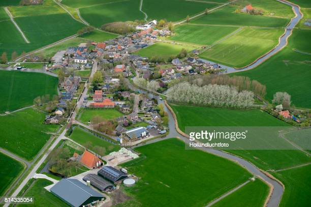 lollum is a small village in the province of friesland in the netherlands - friesland noord holland stockfoto's en -beelden