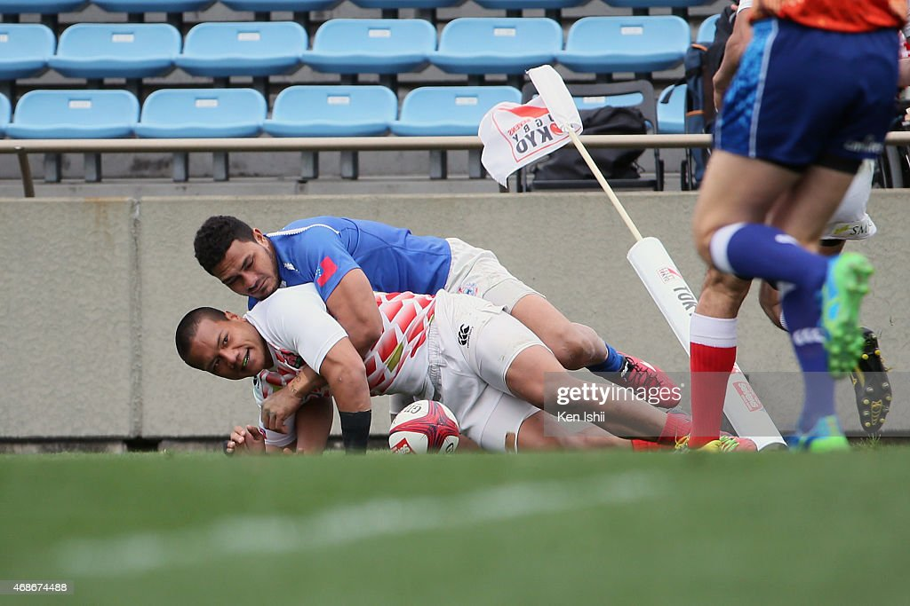 Lomano Lava Lemeki #5 of Japan scores a try in the game between Samoa and Japan during the Tokyo Sevens Rugby 2015 on April 4, 2015 in Tokyo, Japan.