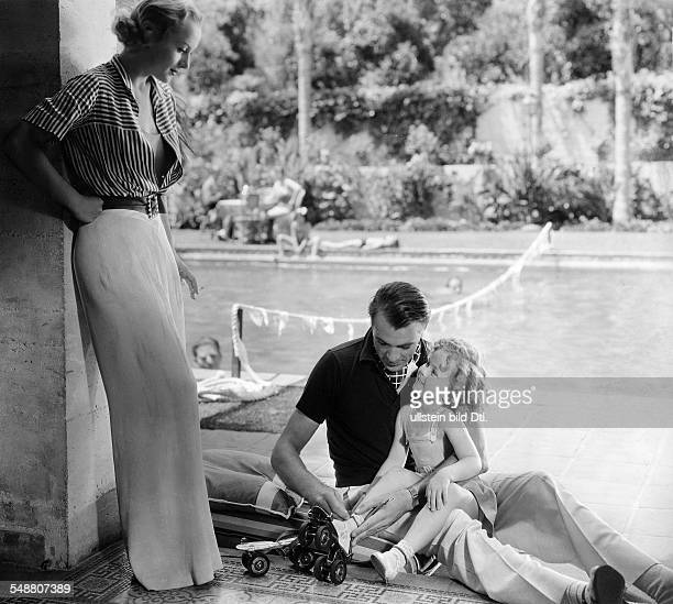 Lombard Carole Actress USA * Scene from the movie 'Now and Forever' with Gary Cooper and Shirley Temple Directed by Henry Hathaway USA 1934 Film...