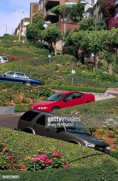 Lombard Street is located in the Russian Hill district, it is famous for its eight hairpins decorated with nice flowerbeds. Lombard Street est situ?e...