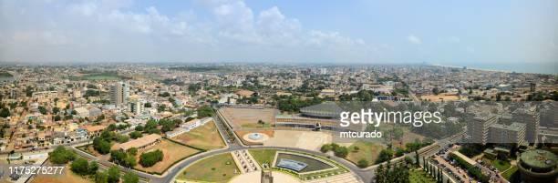 skyline de lome, vista panorámica - lomé, togo - áfrica del oeste fotografías e imágenes de stock