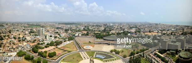 skyline de lome, vista panorámica - lomé, togo - togo fotografías e imágenes de stock