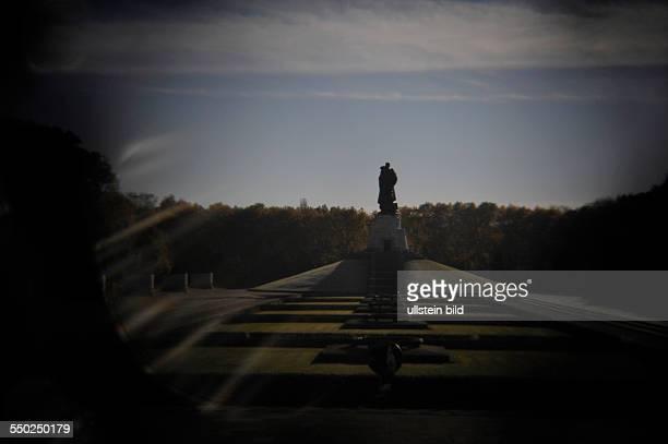 Lomografie Gelände des Sowjetischen Ehrenmals in BerlinTreptow