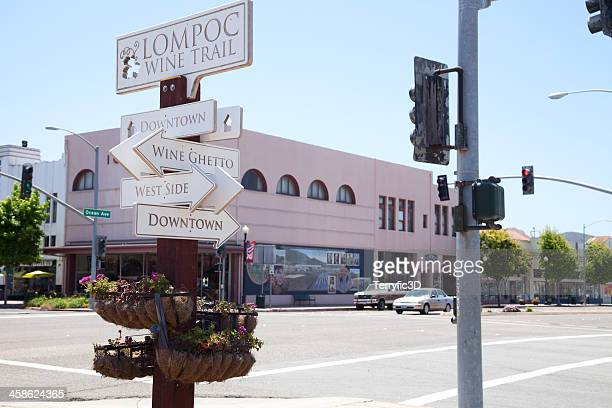 lompoc, california wine trail sign at intersection - terryfic3d stockfoto's en -beelden