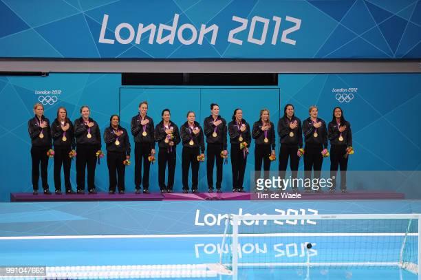 Final Women Team Usa Gold Medal Celebration Joie Vreugde Betsey Armstrong / Heather Petri / Melissa Seidemann / Brenda Villa / Lauren Wenger / Maggie...