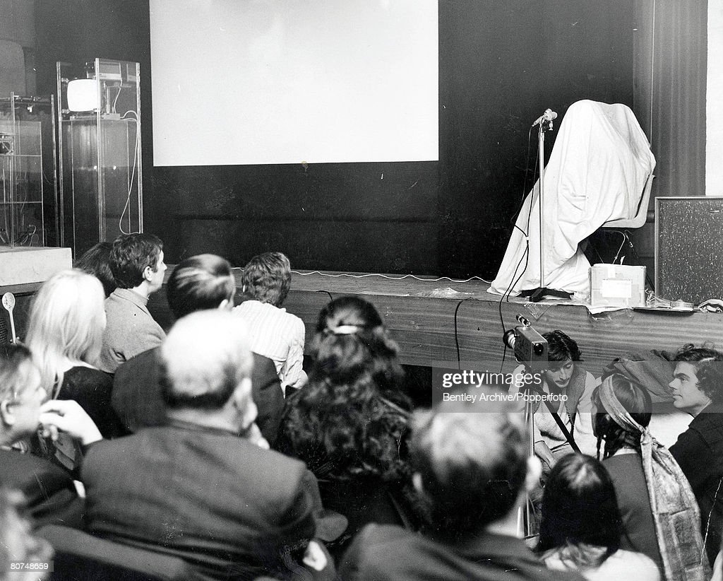 """London 11th September, 1969. A couple, said to be pop star John Lennon and wife Yoko Ono appear on stage at the New Cinema Club inside a sack as part of """"An Evening with John and Yoko"""" at the Institute of Contemporary Arts"""". The artwork consisted of a fi : News Photo"""
