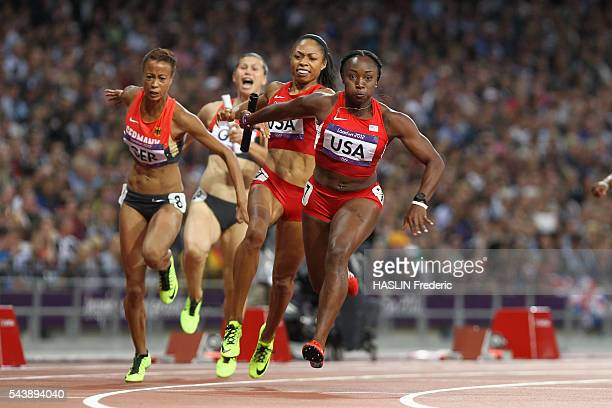 London 2012 - Athletics - Women's 4x100M Relay final - USA Bianca KNIGHT and Carmelita JETER gold medalists and world record 40:82