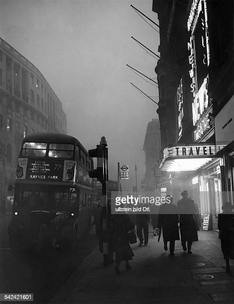 London am Mittag - im Smog- November 1953