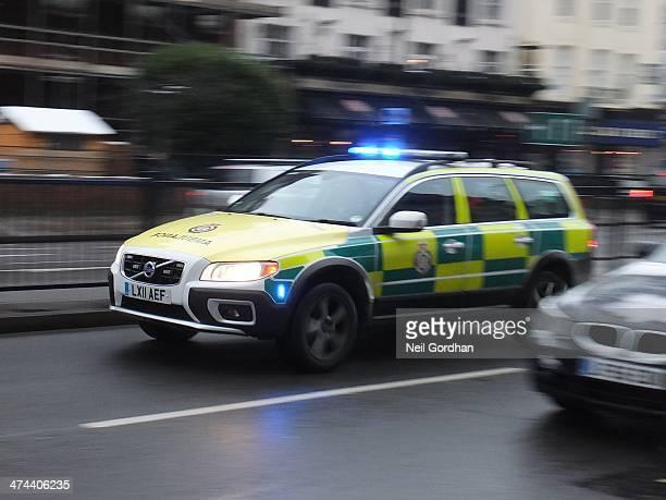 London Ambulance Service Volvo XC70 rapid response unit responding past Baker Street station.