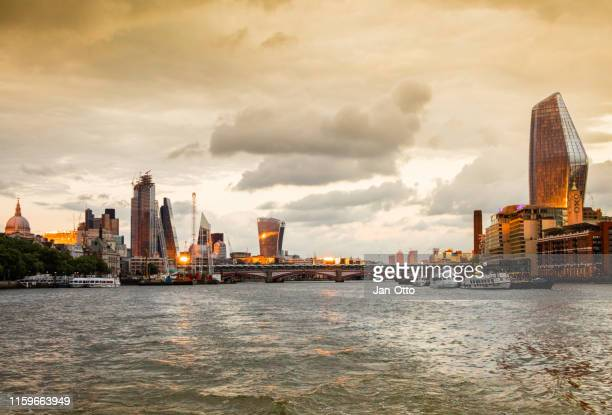 london and thames river at sunset - south east england stock pictures, royalty-free photos & images