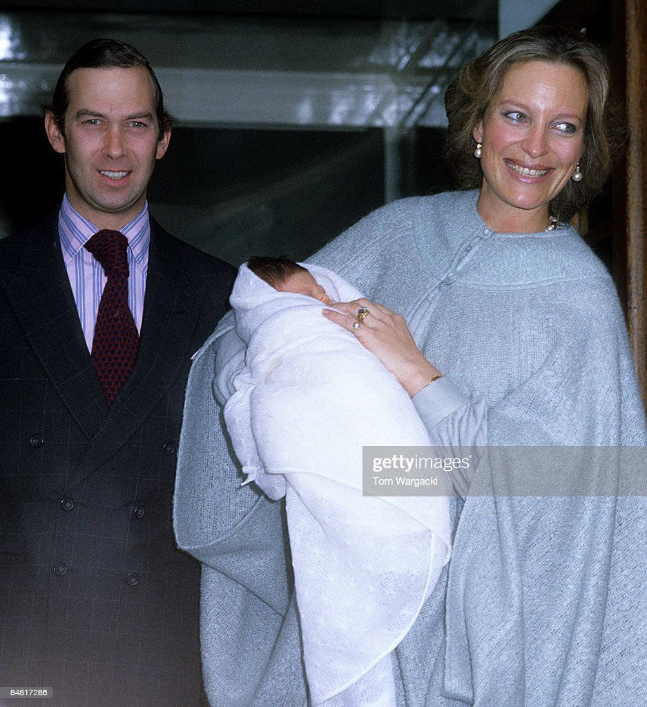 Prince Michael of Kent and Princess Michael of Kent and son Lord Frederick Windsor leaving hospital : Nachrichtenfoto