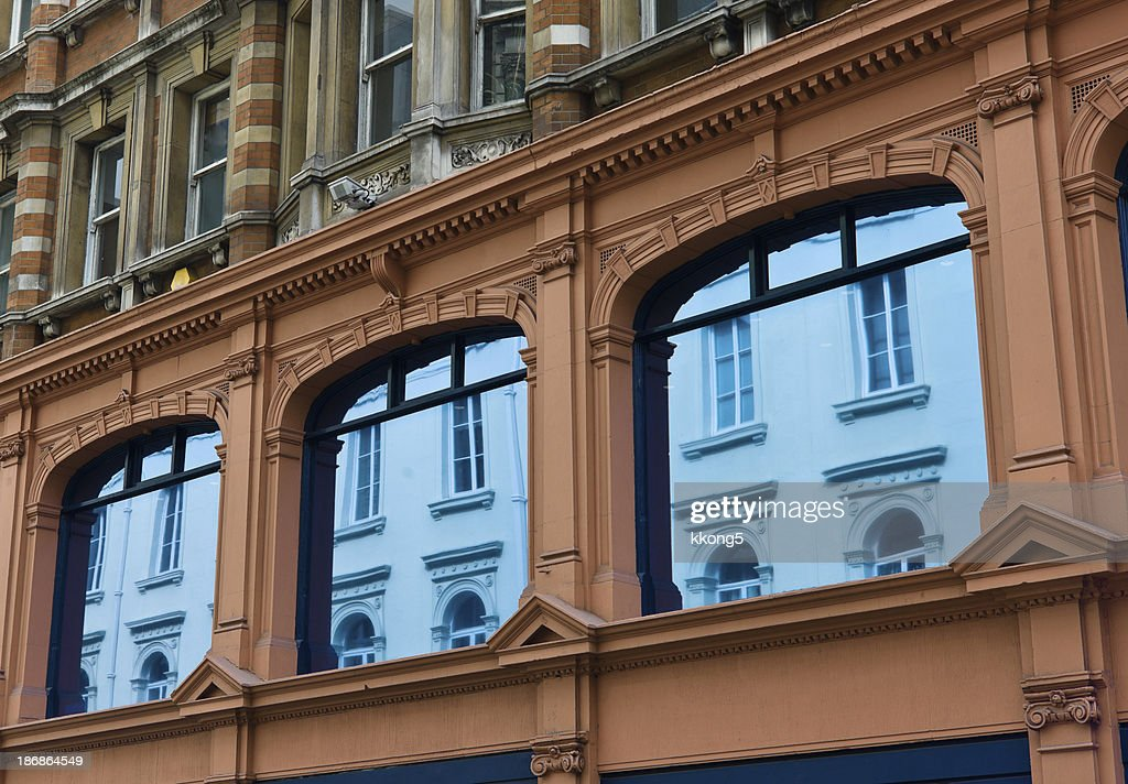 London Architecture Mayfair Classic Fassade In Sunny Afternoon Stock Photo