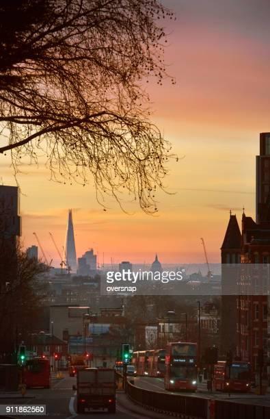 london-torbogen dawn - highgate stock-fotos und bilder