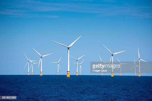 london array offshore wind park in north sea - 北海 ストックフォトと画像