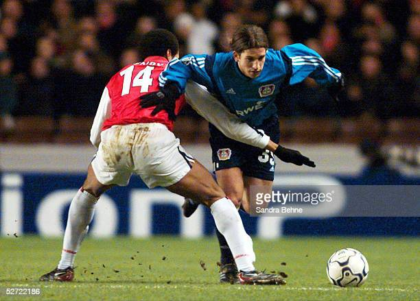 LEAGUE 01/02 London ARSENAL LONDON BAYER 04 LEVERKUSEN 41 Thierry HENRY/ARSENAL Diego Rodolfo PLACENTE/LEVERKUSEN