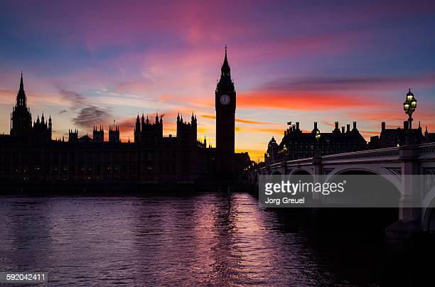 london at dusk - シティ・オブ・ウェストミンスター ストックフォトと画像