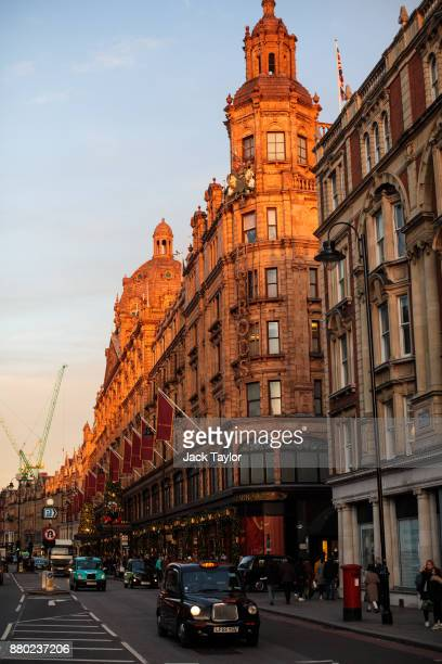 London Black Cab drives past the Harrods department store on Brompton Road on November 24 2017 in London England The American actress Meghan Markle...