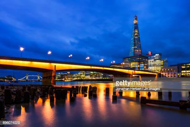 london bridge and the shard - london - london bridge foto e immagini stock