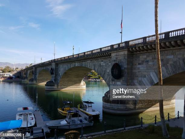 london bridge at lake havasu - london bridge arizona stock pictures, royalty-free photos & images