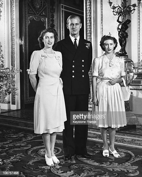London Buckingham Palace Princess Elizabeth Lieutenant Philip Mountbatten And Princess Margaret In 1947