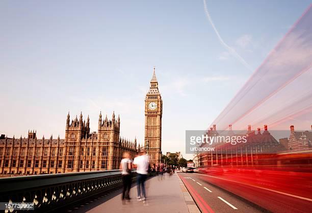 Autobús de Londres en el Big Ben y Westminster Bridge